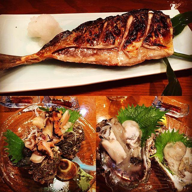 は〜♡3年ぶりの楽味亭さざえ。日本海に来たらこの鮮度を楽しまないと〜!鯖の塩焼き、さざえの刺身、岩かき。