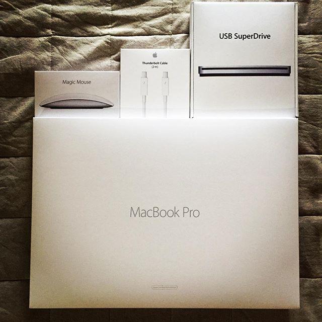 買っちゃった…!!! ちゃくちゃくと準備中。時間ありそうで無さすぎる…!#Apple#MacBookPro